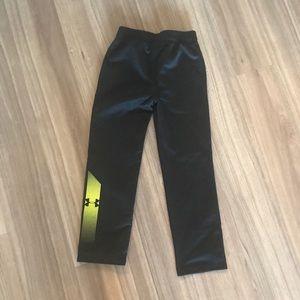 Under armour boys sweat pants size 6